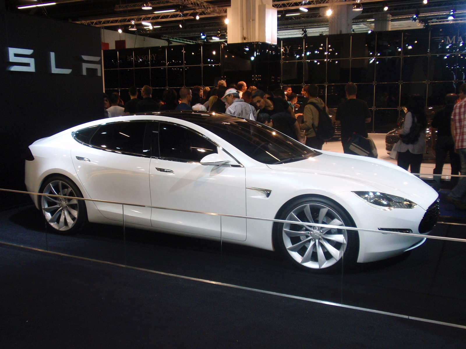 Tesla Model S prototyp
