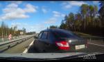 Rusi na Ladách majú konflikt v 170 km/h. Následok? Búračka na diaľnici.