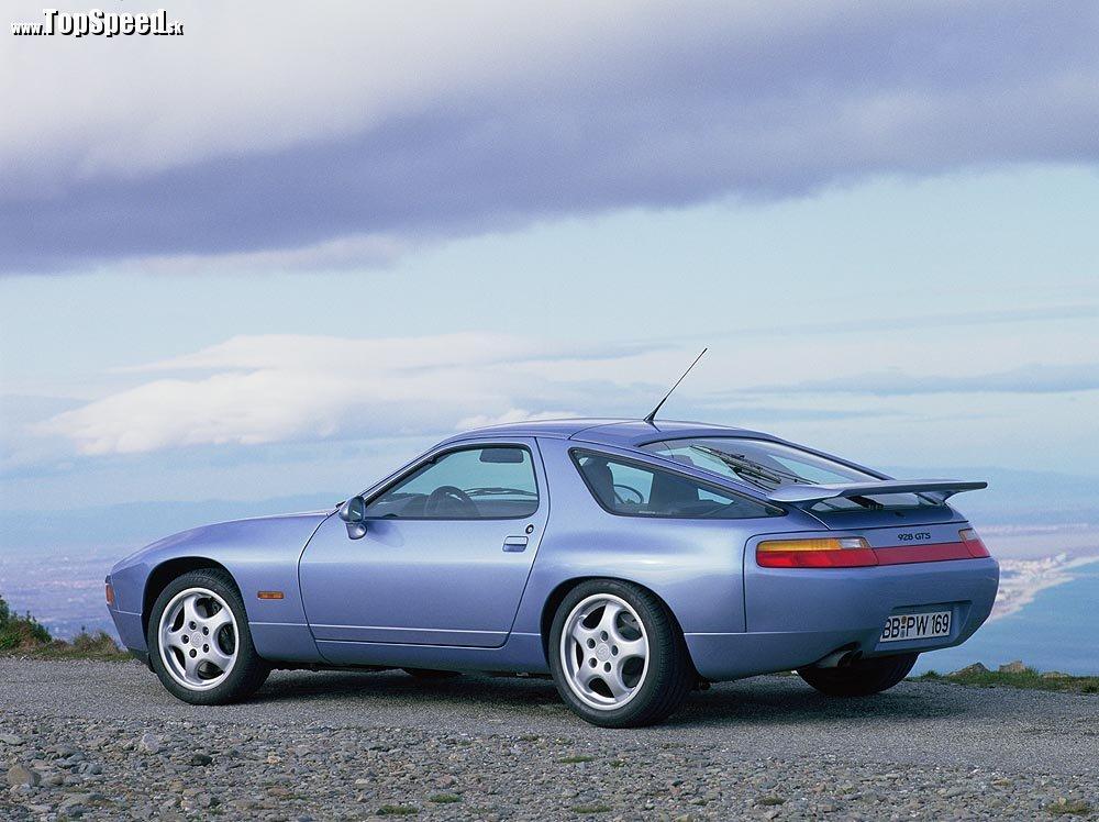 928 GTS z roku 1992, vodou chladený V8 motor o objeme 5397 cm³. Výkon 257 kW (350 k) pri 5700 o/min, TopSpeed 275 km/h.