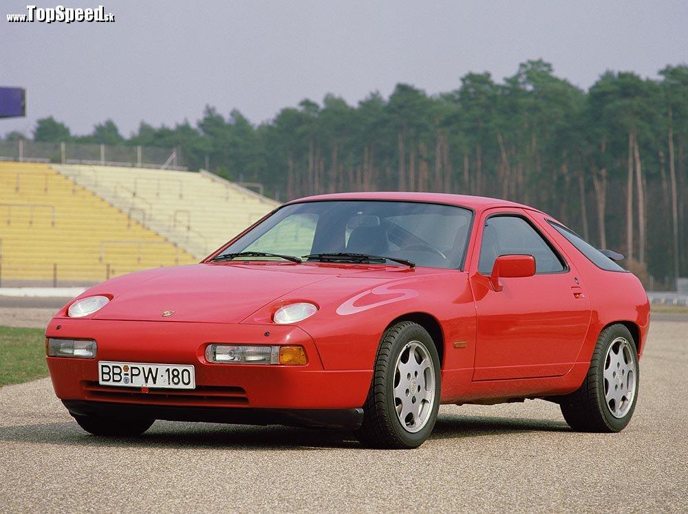 928 S4 Clubsport z roku 1988. Vodou chladený V8 motor o objeme 4957 cm³. Výkon 235 kW (320 k) pri 6000 o/min, TopSpeed 270 km/h.