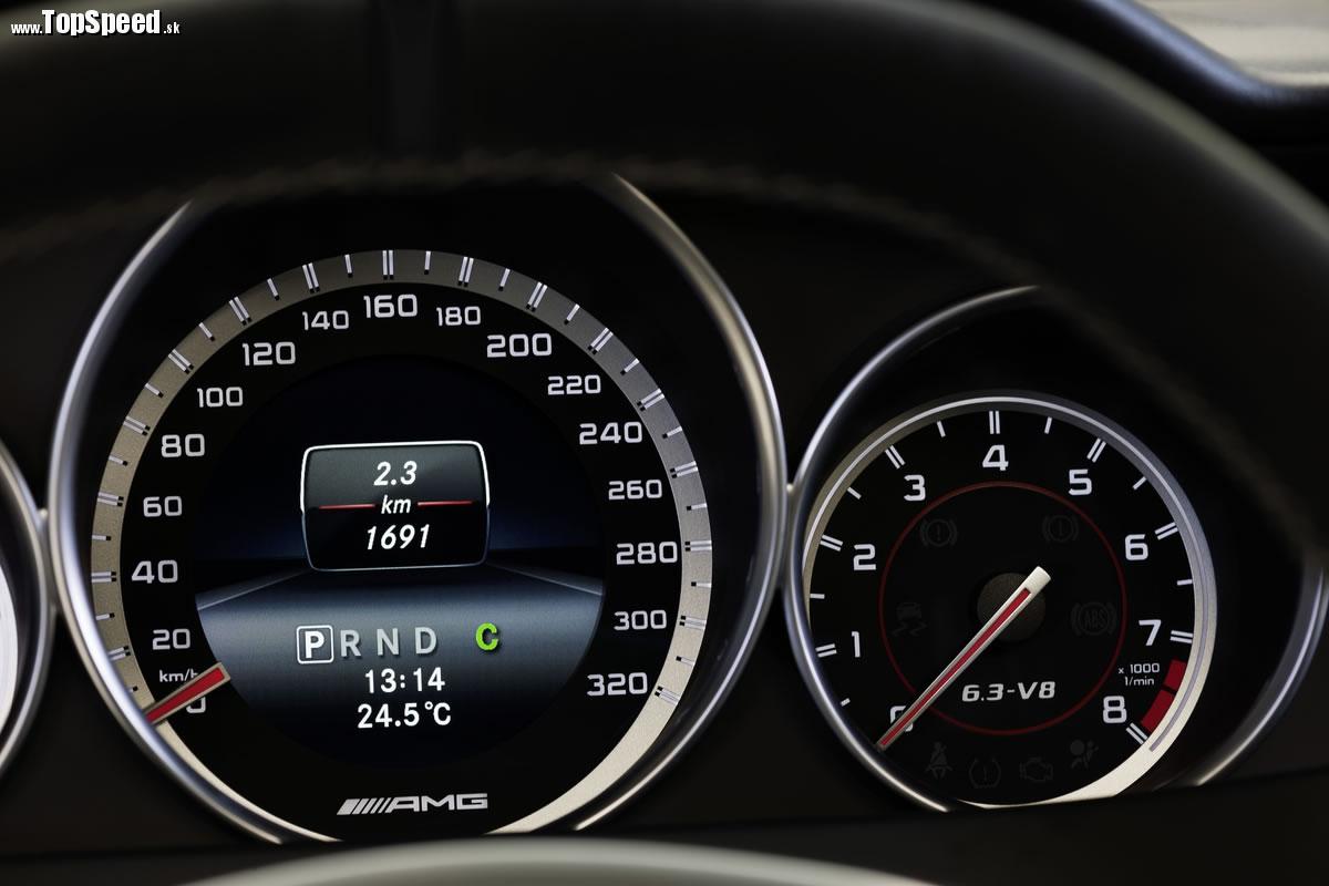 Z 0 na 100 km/h 4,2 sekundy. Maximálka 280 km/h.
