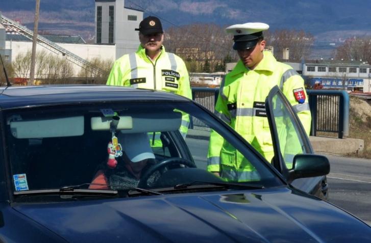 SNÍMANIE ODTLAČKOV PRSTOV PRI POLICAJNEJ KONTROLE? OD DECEMBRA MOŽNO REALITA