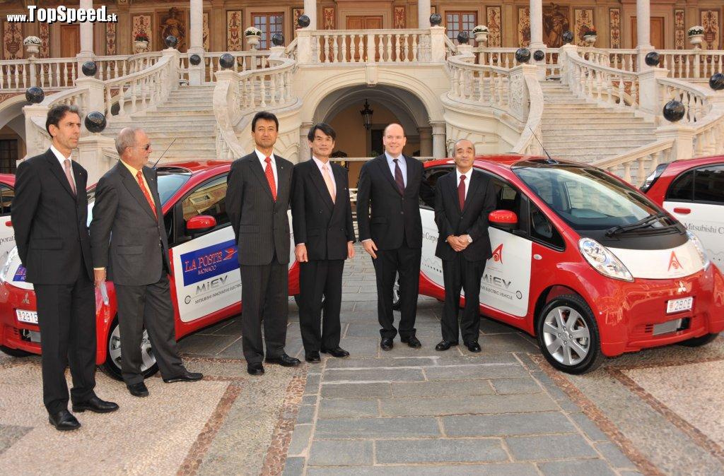 Na obrázku zľava doprava: p. Gilles Tonelli, Jeho Výsosť p. Bernard Fautrier, p. Isao Torii, p. Ryuchi Hasuo, Jeho Výsosť Princ Albert II, p. Tesuro Terada