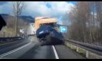 Nezmôžete nič! Hrozná dopravná nehoda z Poľska. Kamión trafil autá v protismere