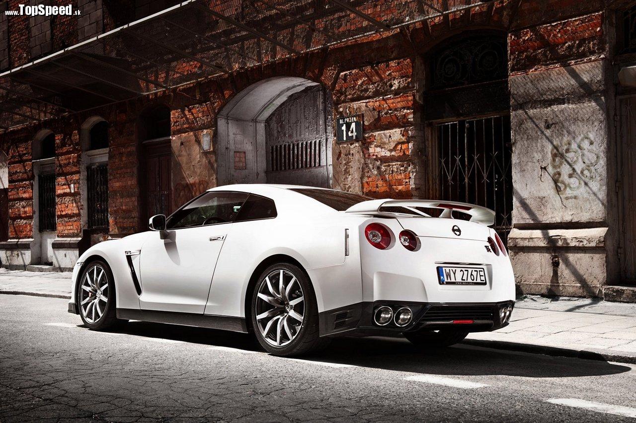 Nissan GT-R ( tomekolszowski.com )