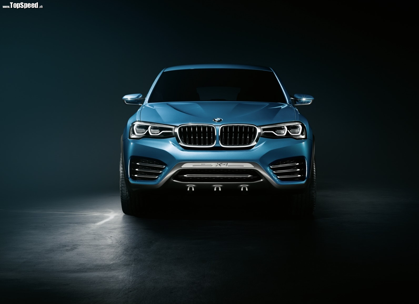 Prednej časti dominuje vzhľad predstavený na koncepte BMW 4 coupé concept. Je definitívny a na ľudí celkom iste zaberie.