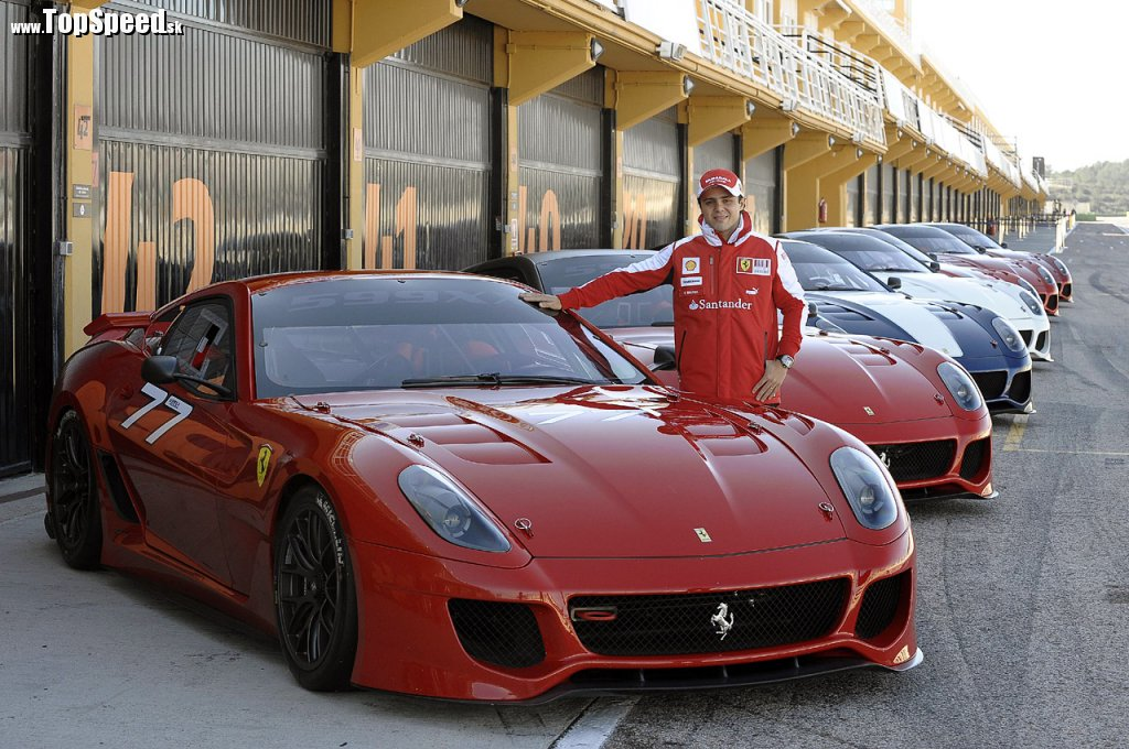 Felipe Massa odovzdal osobne zákazníkom ich nové Ferrari 599XX