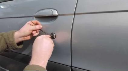 Zabuchli ste si kľúče v staršom aute? Nezúfajte!