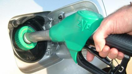 Spoznajte výšku daní litra pohonných látok v Európe. Slováci, platíme veľa