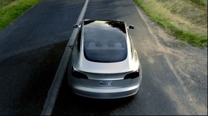 Tesla Model 3 dostane pohon oboch náprav a iný volant