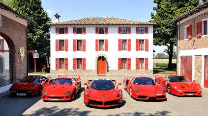 Ferrari snov F40, F50, Enzo a LaFerrari spolu na trati