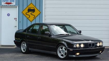 BMW M5 S MOTOROM V12 MÁ VÝKON 450 KONÍ