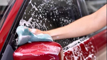 Viete ako správne umyť auto? Čo všetko na aute umývať?