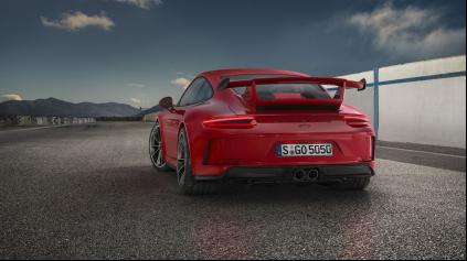 Modernizované 500 koňové Porsche 911 GT3 má opäť manuál!