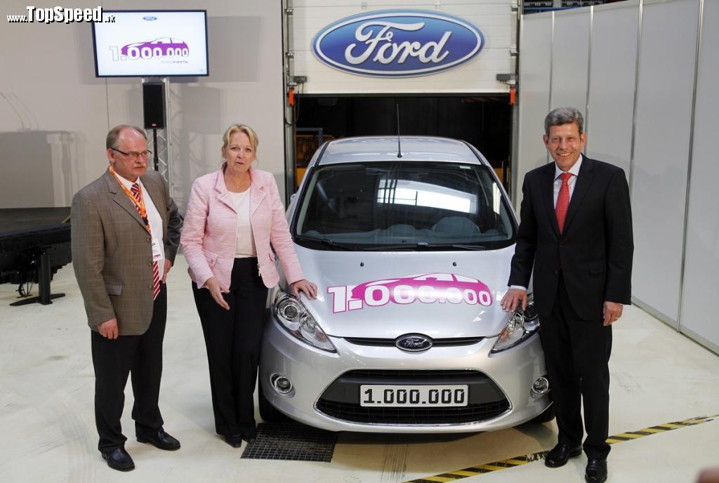 Miliónta Fiesta na konci výrobnej linky spolu s vedúcimi továrne