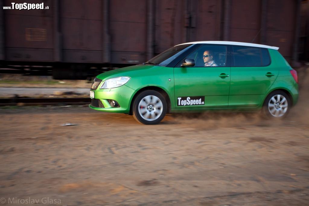 Fabia RS II nepochybne patrí k mašinám, ktoré dokážu poriadne rozvíriť prach na ceste... :)
