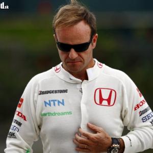<p>ZamyslenýRubens Barrichello</p>