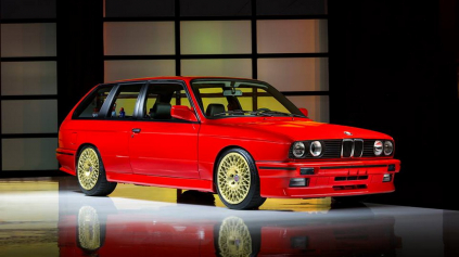 NAJLEPŠIE FIREMNÉ AUTO NA SVETE? TROJDVEROVÉ BMW M3 E30 TOURING