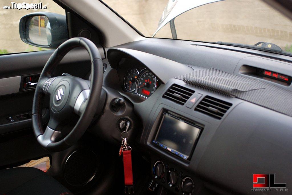 Suzuki Swift Turbo interiér
