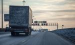 Zimný postrach vodičov: Padajúci ľad z kamiónov