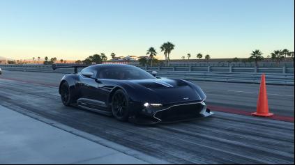 Bývalý Stig prehnal Aston Martin Vulcan na okruhu