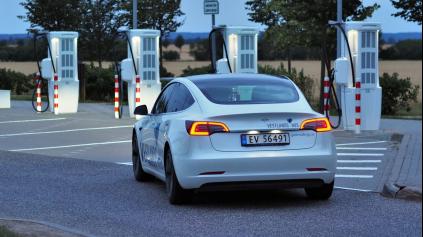 Takmer 2800 km s elektromobilom za deň? Aj také čosi dokáže Tesla Model 3