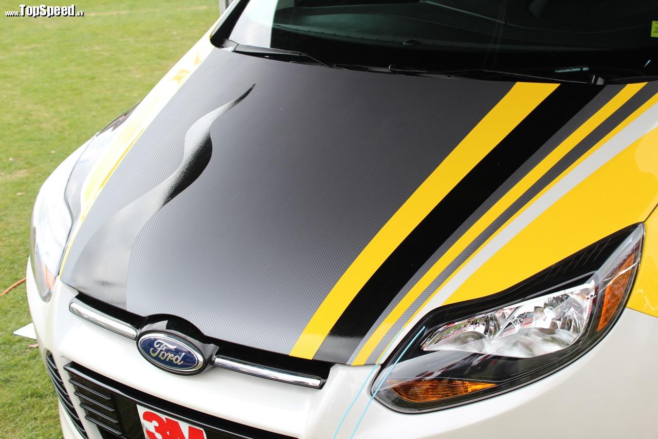 Ako vidíte CarWraping nie je určený len pre superdrahé autá. Rovnako dobre vinikne aj na bežnom kúsku.