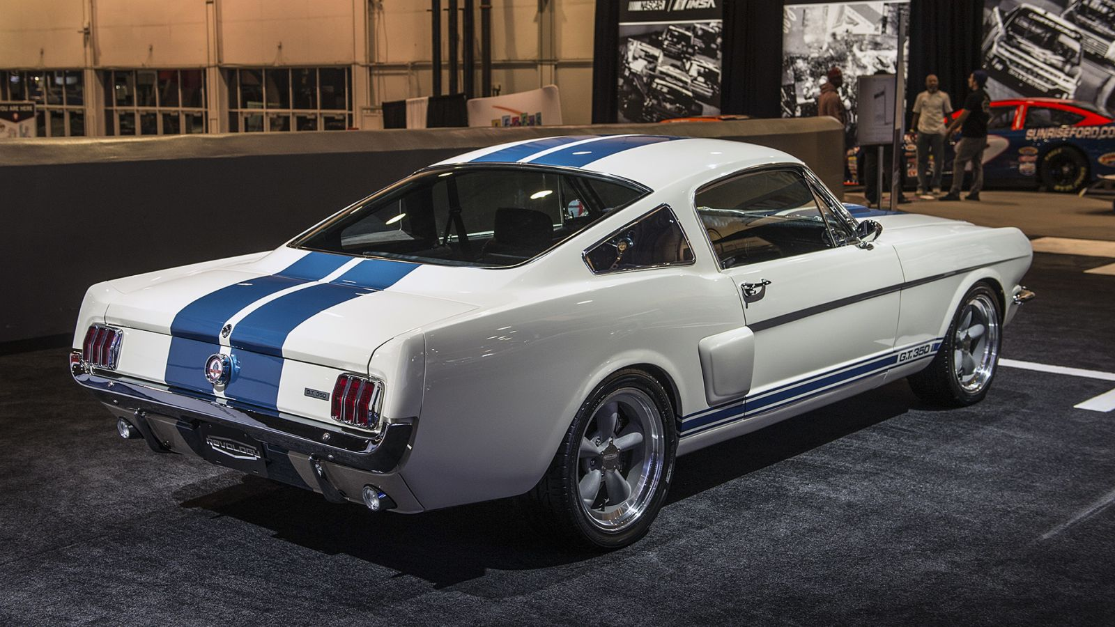 Revology Fod Mustang Shelby GT350