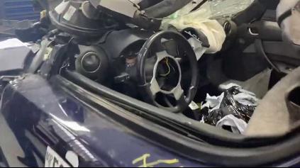Tesla Roadster trafila stĺp v 120 km/h. Auto by ste nespoznali