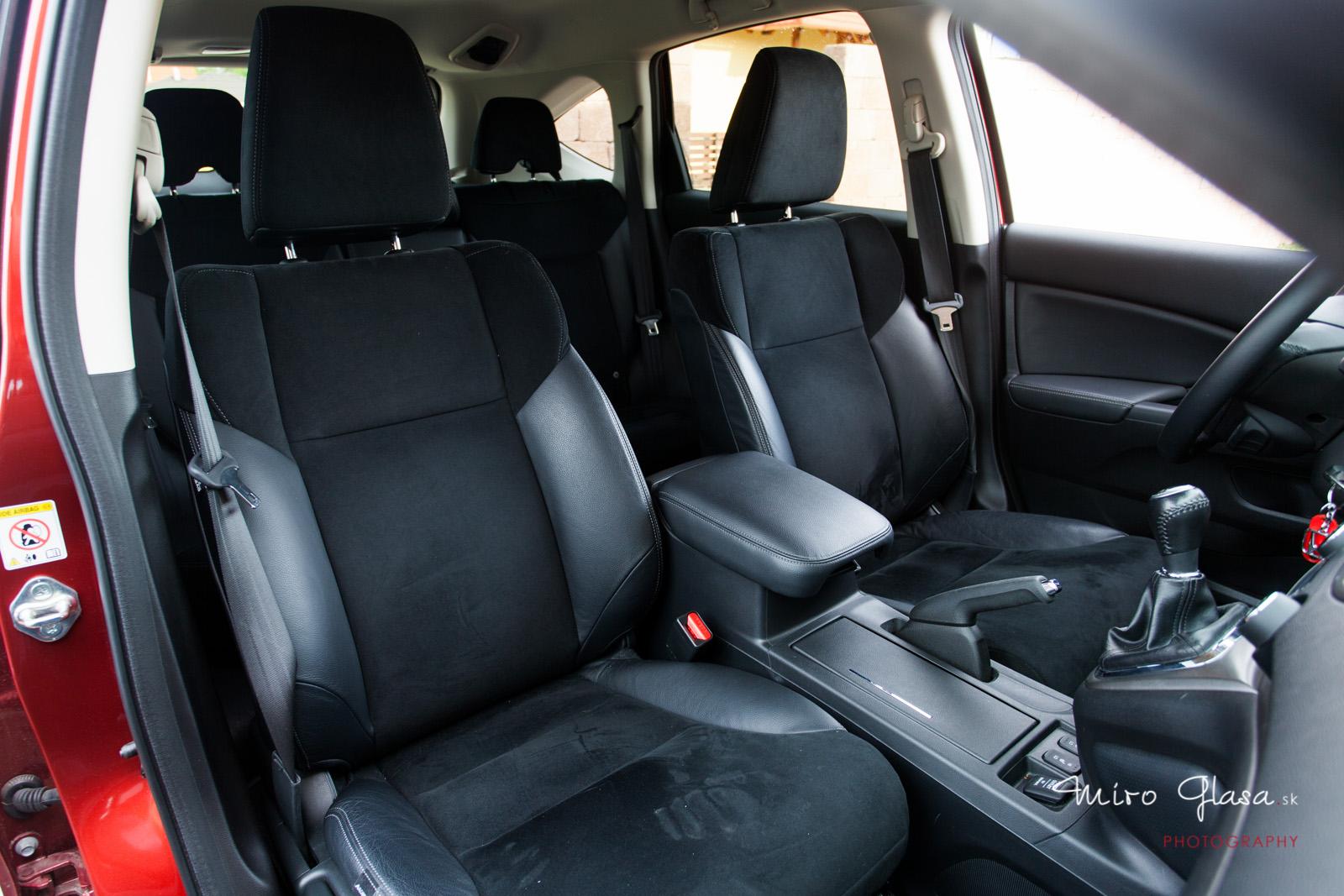 Interiér CR-V prešiel výrazným zlepšením voči tretej generácií