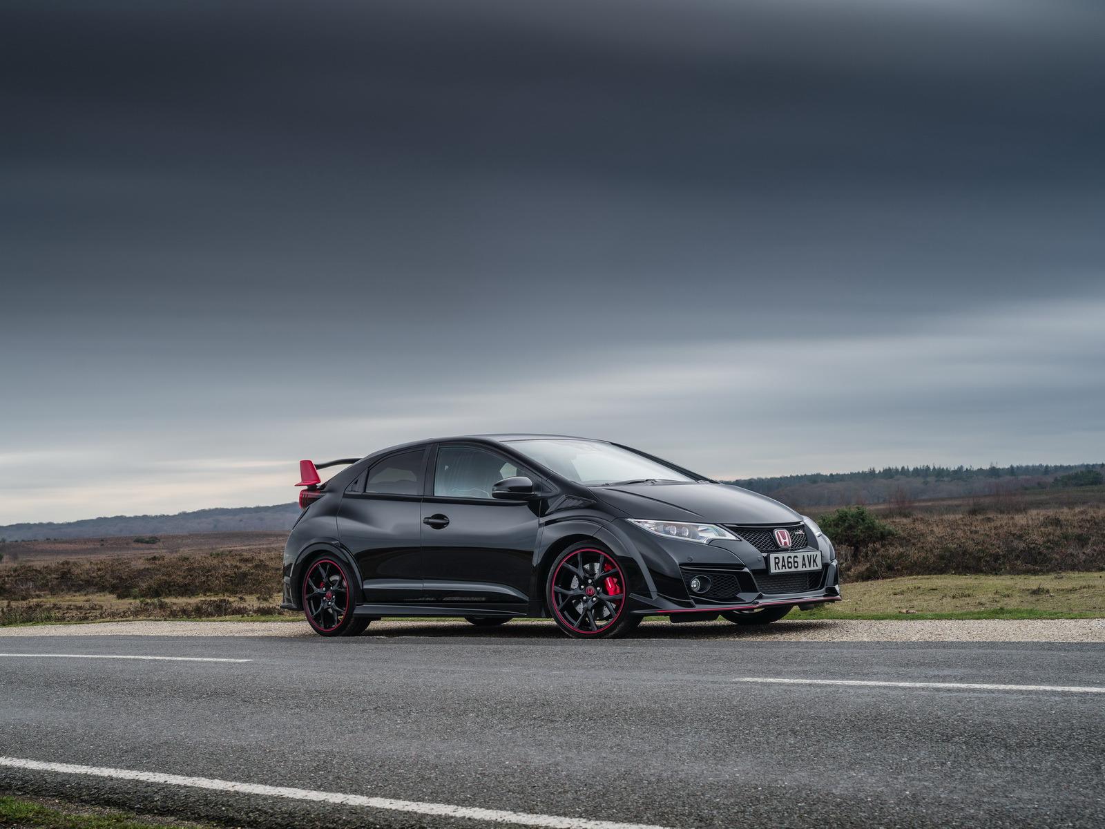 Honda Civic Type R sa lúči limitovanou edíciou Black Edition