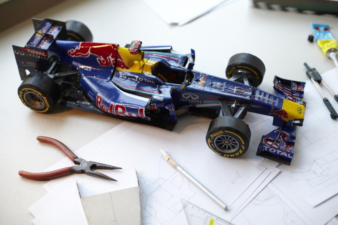 Papierový Red Bull RB7