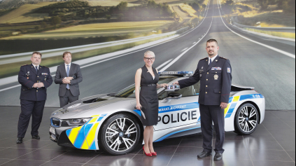 Po L.A., Sydney a Dubaji aj v Prahe. BMW i8 v službách českej polície