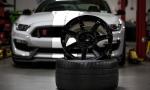 Karbónový disk na Shelby GT350R váži len 8,16 kg