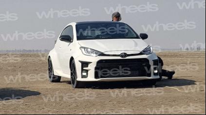 Nové pretekárske auto od Toyoty prvýkrát bez maskovania