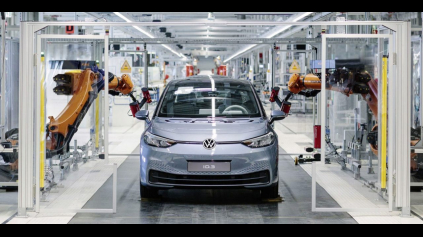 Elektromobily pošlú polovicu zamestnancov na dlažbu, tvrdia Nemci