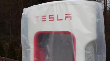 Tesla spustila superrýchle nabíjačky v SR