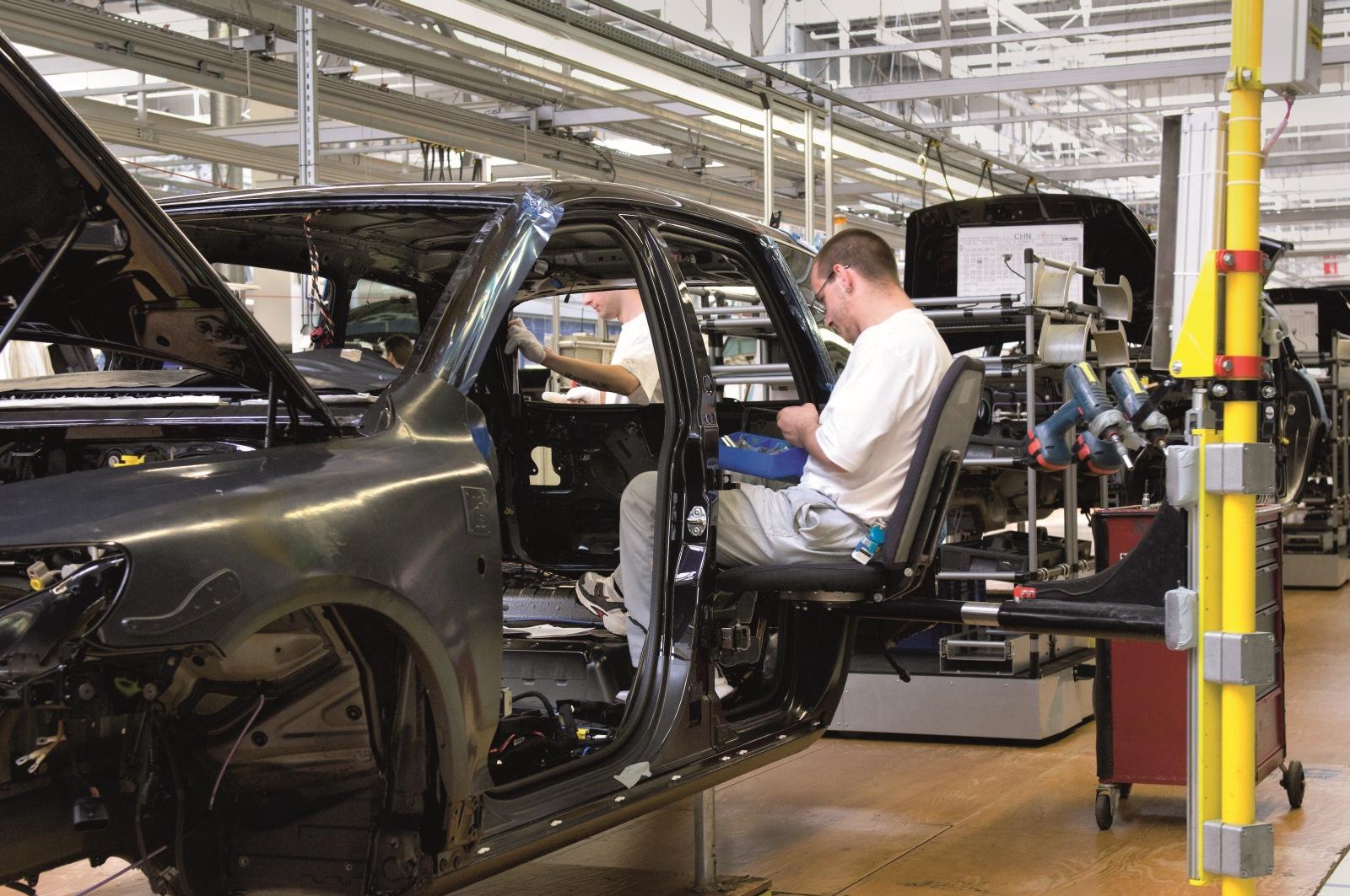 Vyroba aut v SR za r2014 bola vyse 970 000 ks