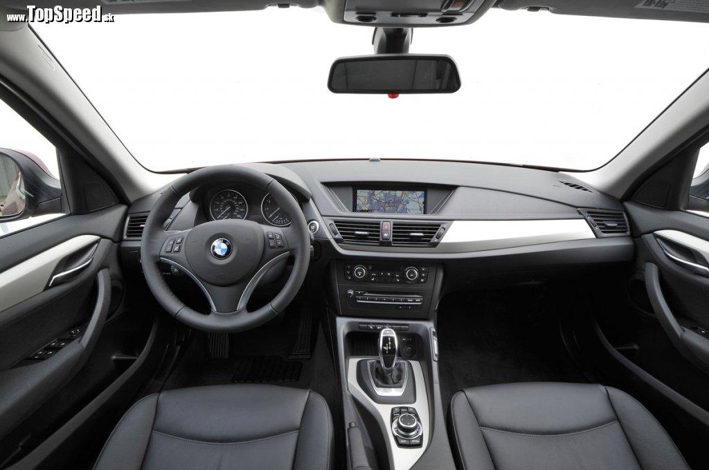 BMW X1 28i interiér
