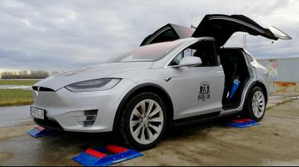 Tesla Model X 4x4 test
