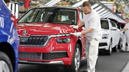 Odborári Škoda Auto žiadajú zastavenie výroby. Majú strach