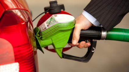 Dvíha benzín E10 spotrebu auta? Len zanedbateľne, tvrdia palivári
