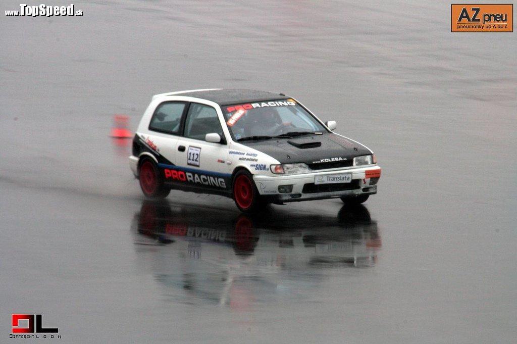 Nissan Sunny GTi s Braňom v plnom nasadení na vode