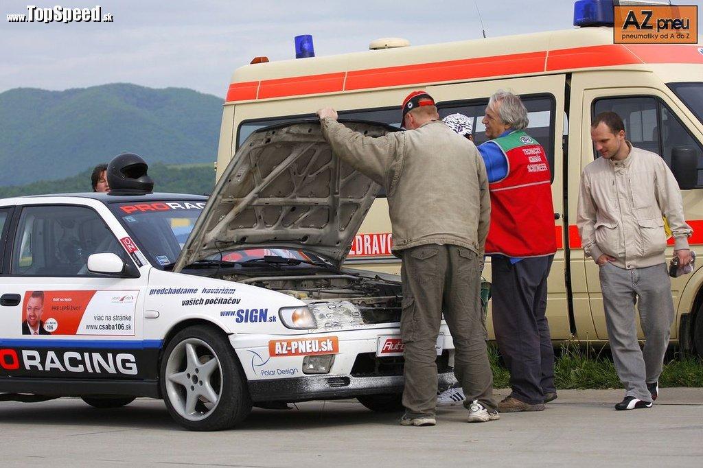 Braňo a Nissan na technickom preberaní pred pretekmi AutoSlalom