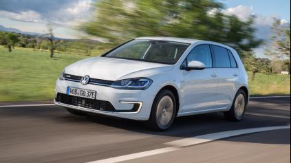 ŠPRINT: VW E-GOLF UDRŽÍ KROK S GTI 245, V MESTE