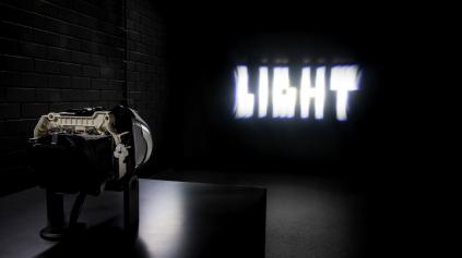 Mercedes LEDkami  konkuruje laserom. Má svetlá s 84 diódami, chystá 256...