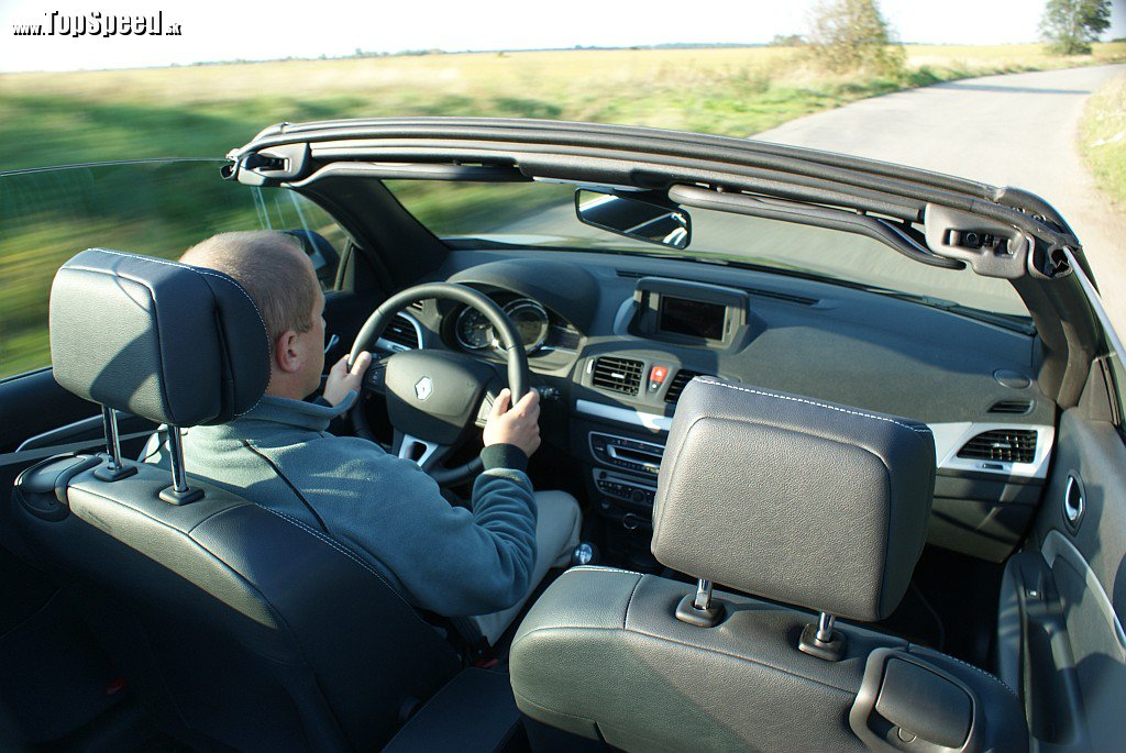 S vetrom vo vlasoch, aj to je Renault Mégane Coupé-Cabriolet 1,4 TCe :)