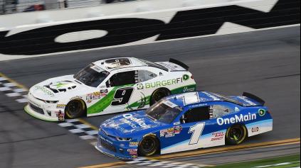 Najtesnejší NASCAR finiš v histórii!