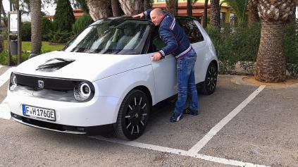 Jazda Honda E - ak elektromobil, tak taký, no výrazne lacnejší!