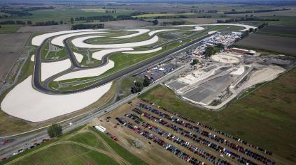 SLOVAKIA RING JE PRIPRAVENÝ NA FIA WTCC. NÁVŠTEVNÍCI MÔŽU SPAŤ V STANE
